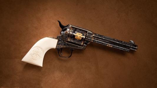 枪,左轮手枪,棕色背景