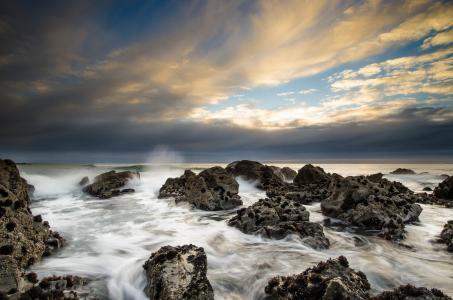 海,岩石,云