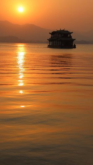 落日黄昏湖泊美景
