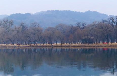 湖泊清澈优美景色