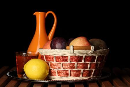 柠檬,苹果,猕猴桃,水罐
