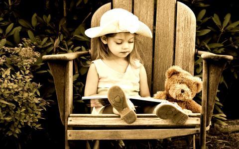 女孩,扶手椅,书,熊,玩具