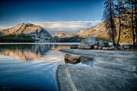 Tenaya湖,优胜美地国家公园,加利福尼亚州,Tenaya湖,优胜美地,加利福尼亚州,山脉,石头,树木,湖泊