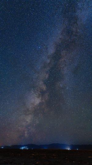 夜晚下的灿烂唯美星空