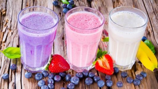 牛奶,鸡尾酒,搭配,水果,草莓,香蕉,蓝莓