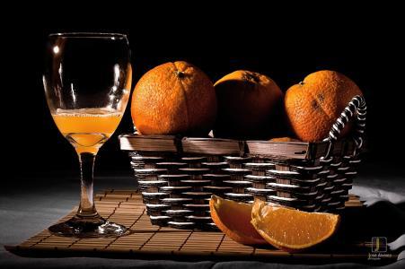 橘子,柑橘,切片,果汁,篮子,玻璃,黑暗的背景