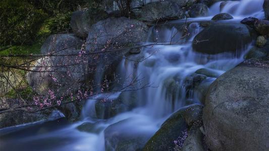 山间溪水优美景色