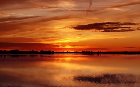 红色的天空,湖