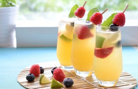 饮料,鸡尾酒,浆果,草莓,覆盆子,蓝莓,酸橙,眼镜,薄荷