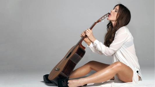 女孩,吉他