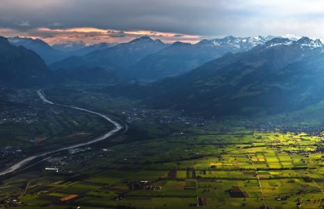 天空,房屋,山,谷,田地,河流