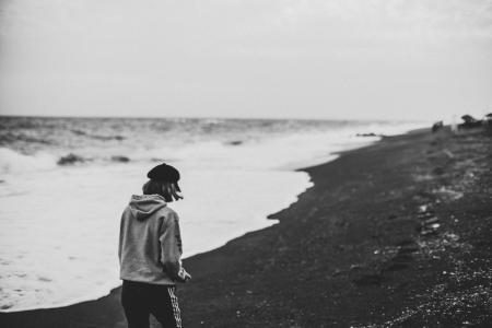 孤独寂寞的人背影