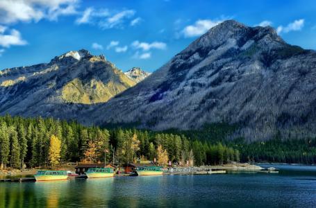 明尼甘卡湖,加拿大落基山脉,班夫国家公园,加拿大艾伯塔省,明尼昂卡湖,班夫,阿尔伯塔省,加拿大,加拿大落基山脉,码头,船舶,森林,湖泊,山脉,景观