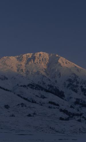 雪山峻峭迷人景色