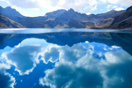 水天相接的唯美风景