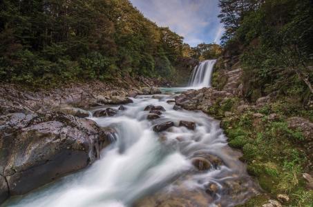 Tawhai瀑布,新西兰,新西兰,瀑布,河流,森林,石头