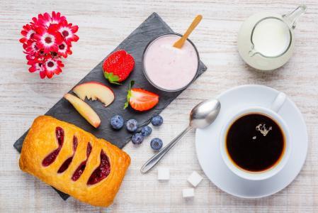 早餐,咖啡,泡芙,果酱,草莓,蓝莓