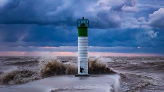 海岸边的灯塔