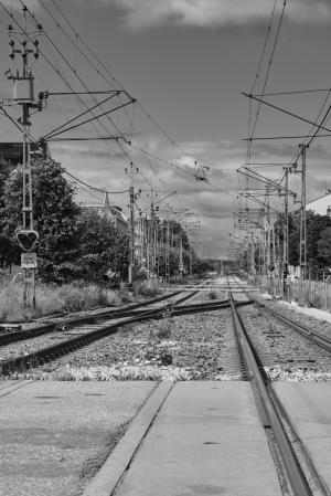 黑白色调的轨道