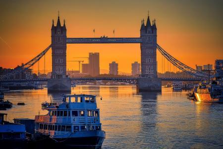 黄昏下的伦敦塔桥