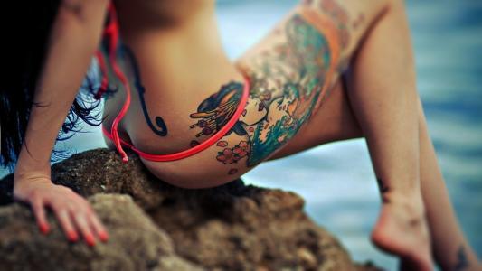 手,牧师,纹身,屁股,石头,比基尼,海,纹身