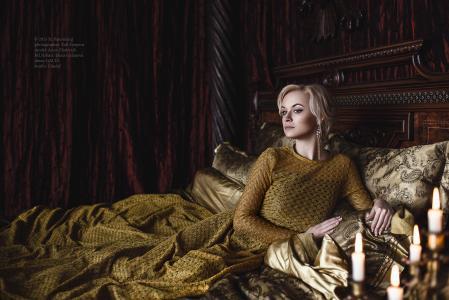 女人,女士,穿着整齐,美丽,卧室,蜡烛,等待,床