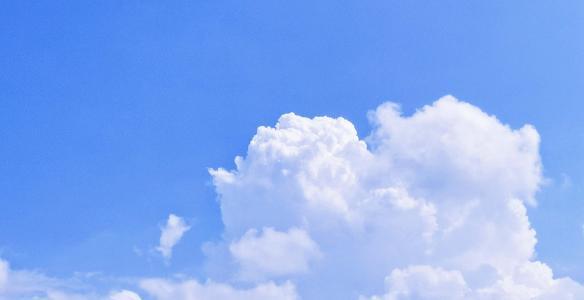 蓝天上漂浮的白云
