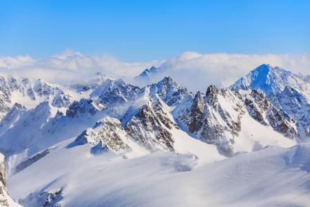 阿尔卑斯山峻峭迷人风光