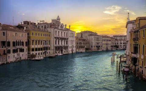 威尼斯大运河的黄昏风光